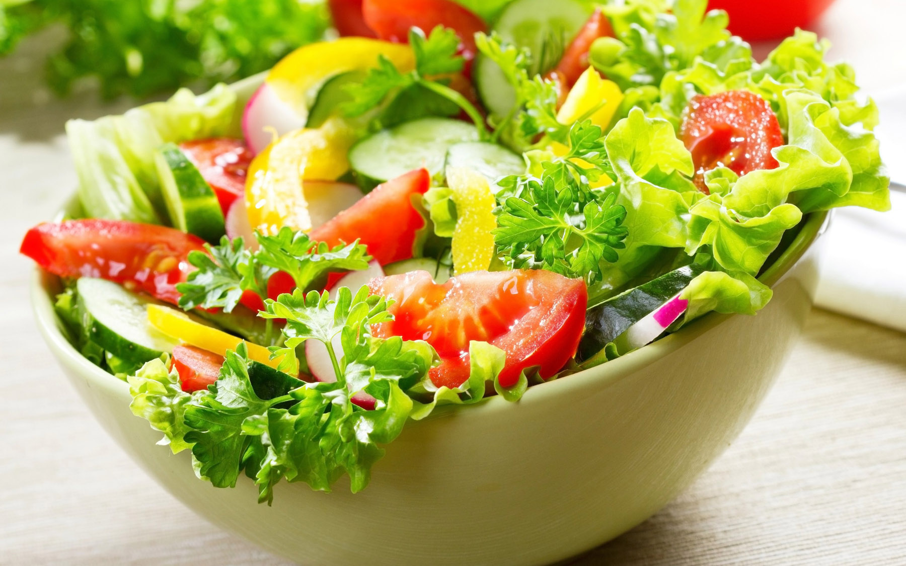 Weigh and pack salad to perfection